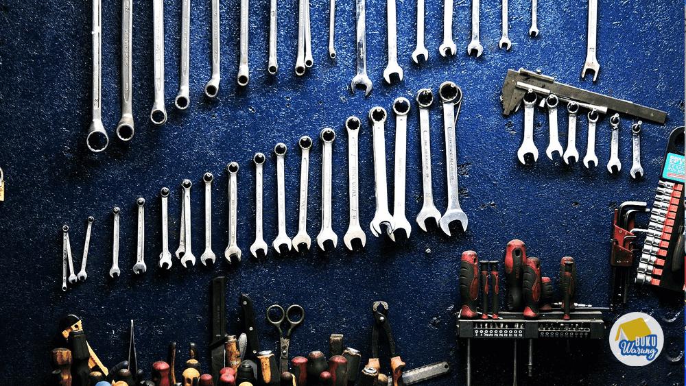 Perlengkapan dan Peralatan Kerja