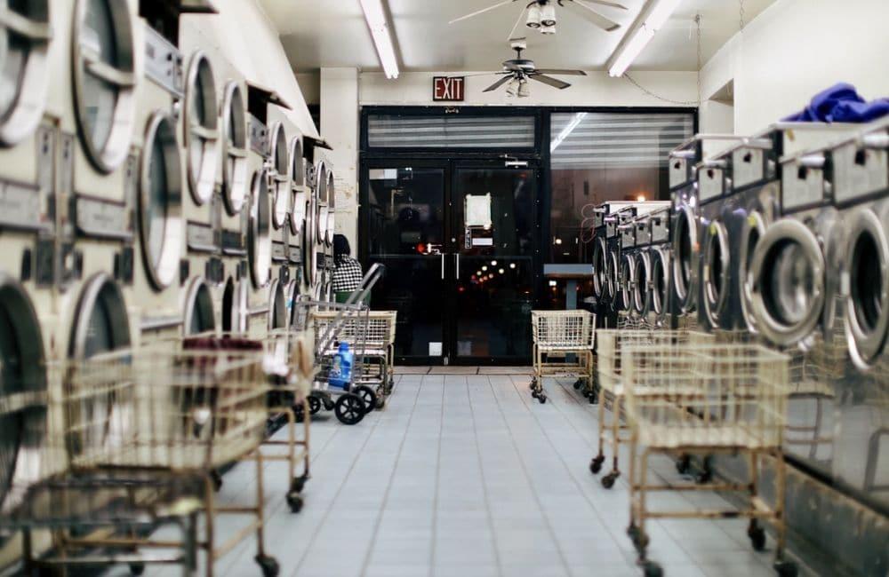 Tips Memulai Usaha Laundry Kiloan yang Sukses dengan memberi variasi layanan