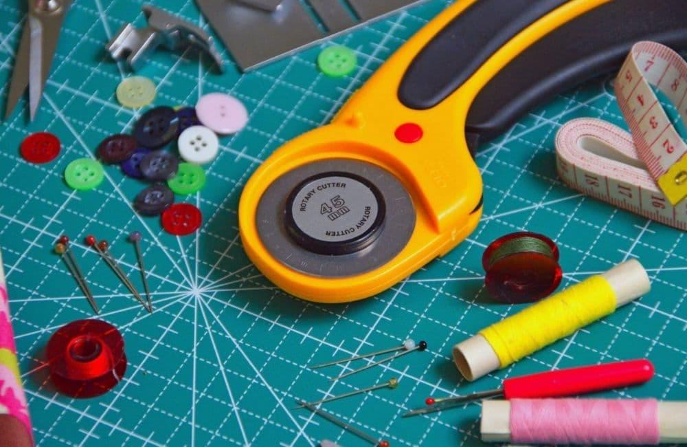 Tips Memulai Usaha Permak Jeans dengan memiliki perangkat kerja